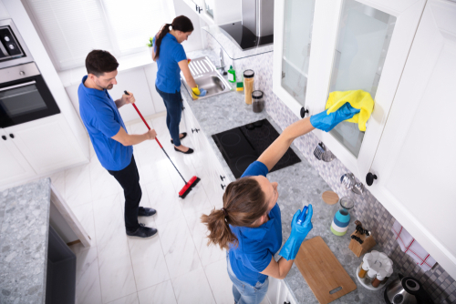 4 Signs You Need to Hire a Professional House Cleaner
